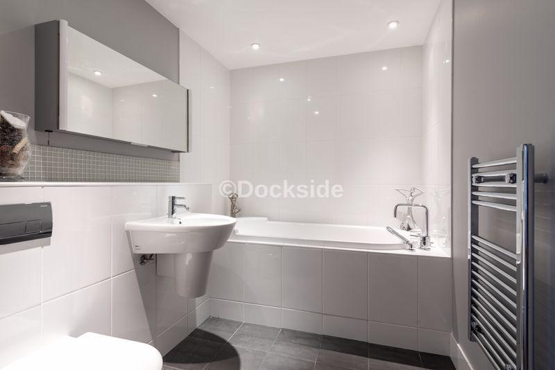 4 bed flat for sale in The Hamptons  - Property Image 8